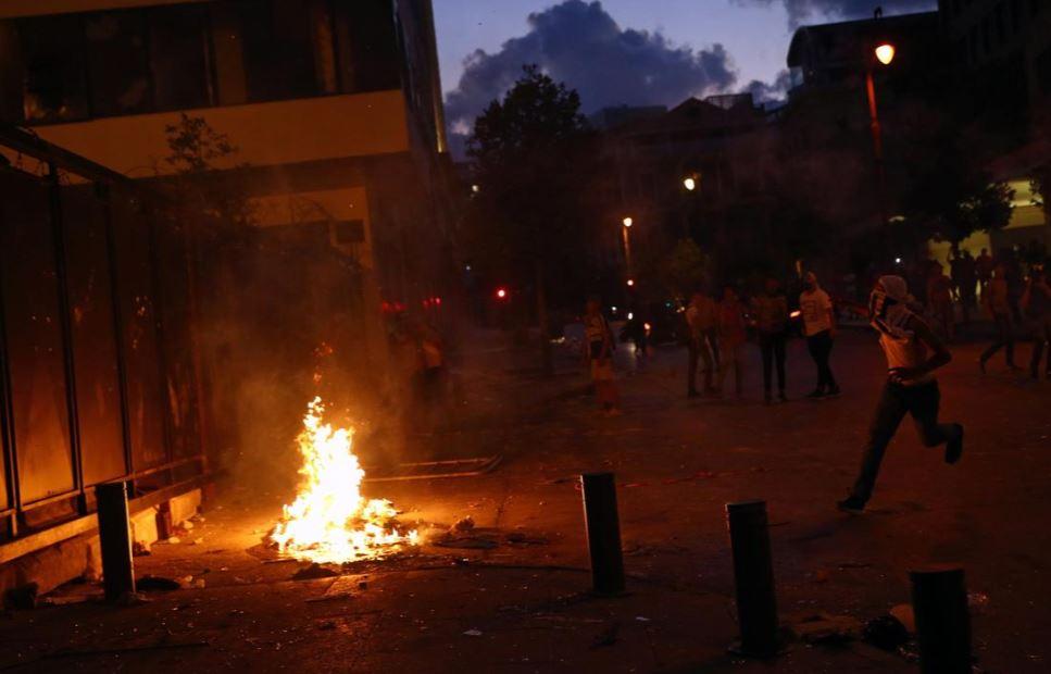 ლიბანში აფეთქების გამო დაწყებული აქციების ფონზე ორი მინისტრი თანამდებობიდან გადადგა