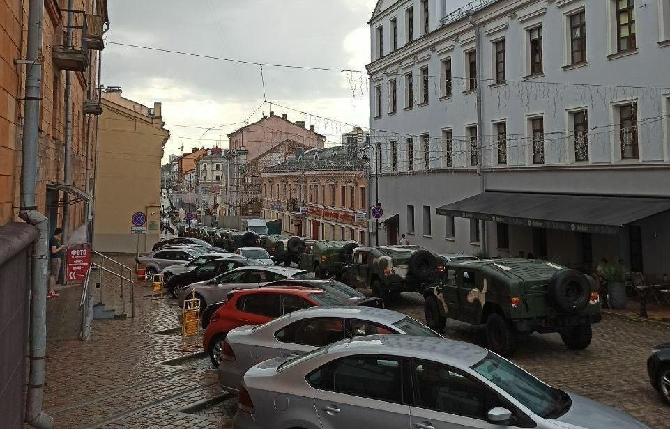 Medianın məlumatına görə, Minskin mərkəzində hərbi texnika göründü