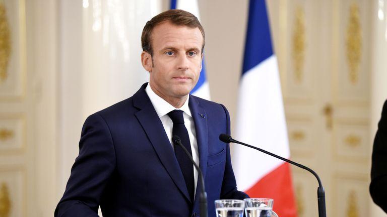 ემანუელ მაკრონი აცხადებს, რომ საფრანგეთისთვის სამარცხვინოა პარიზის პოლიციის მიერ შავკანიანი მამაკაცის ცემა, რომლის კადრებიც გავრცელდა