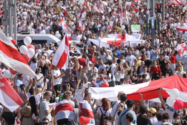 Մինսկի կենտրոնում, հակակառավարական ցույցին մասնակցում է առնվազն 200 հազար մարդ