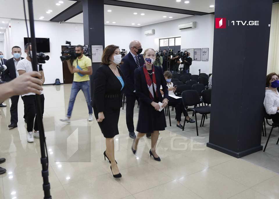 Посол США в Грузии, глава миссии USAID и председатель ЦИК открыли обновленную серверную инфраструктуру ЦИК