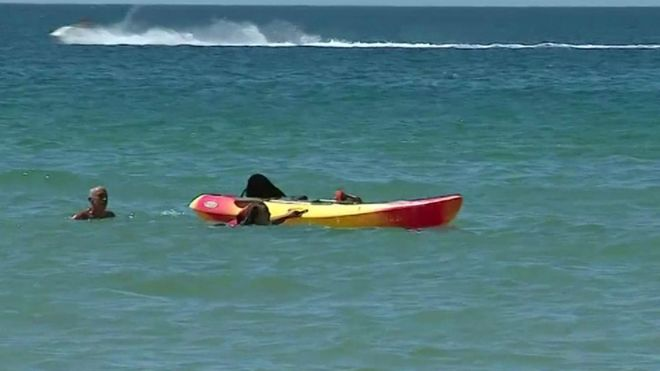 პორტუგალიის პრეზიდენტი დაეხმარა ორ ქალს, რომელთა ნავიც ზღვაში გადატრიალდა