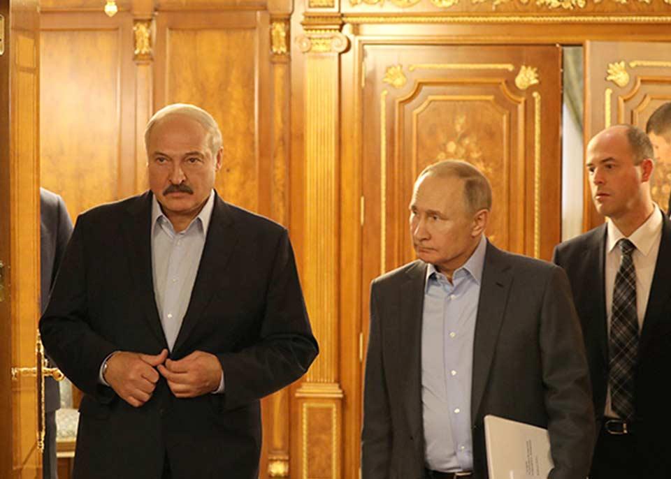 Belarus prezidentinin mətbuat katibi - Lukaşenko Putindən xahiş etdi ki, Merkelə, Belarusun işlərinə qarışmamasını çatdırsın