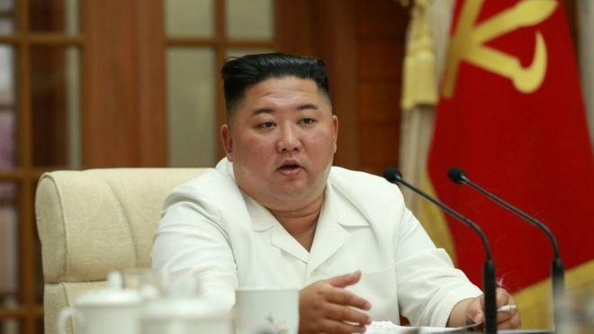 """ჩრდილოეთ კორეის ლიდერი კიმ ჩენ ინი აცხადებს, რომ ქვეყანამ """"კოვიდ-19""""-ზე რეაგირების პროცესში შეცდომები დაუშვა"""