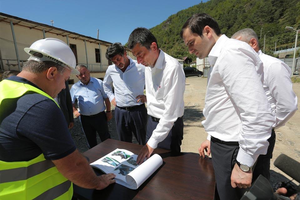 """""""ქართული ოცნების"""" ლიდერები შუახევში საჯარო სკოლის მშენებლობის პროცესს გაეცნენ"""