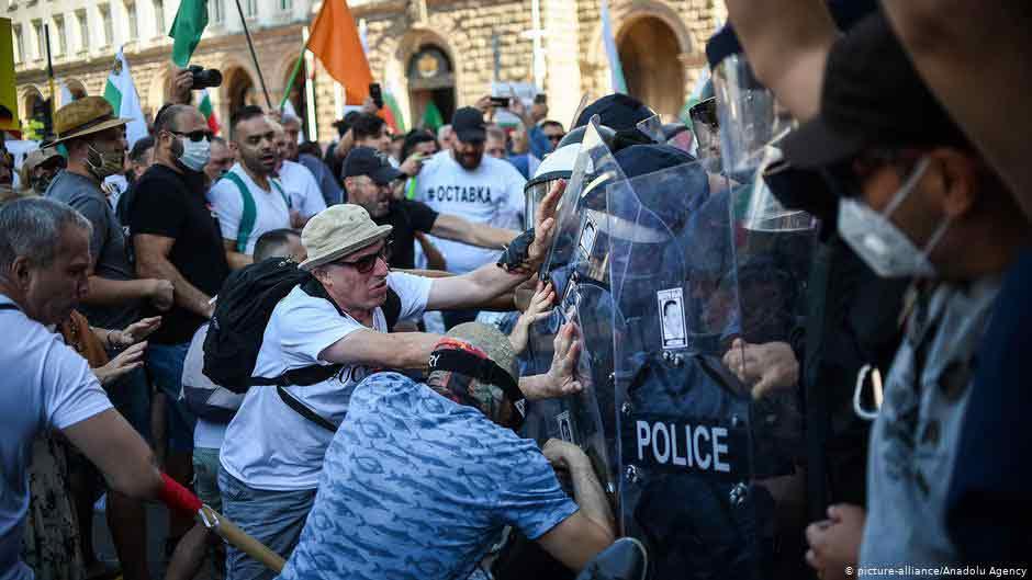 ბულგარეთის დედაქალაქ სოფიაში საპროტესტო აქციის მონაწილეებსა და პოლიციას შორის დაპირისპირება მოხდა