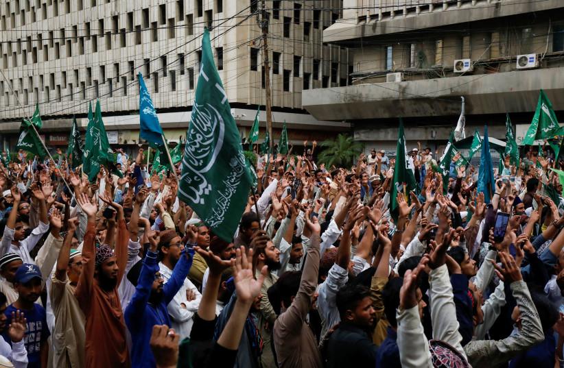"""პაკისტანის ქალაქებში """"შარლი ებდოს"""" წინააღმდეგ საპროტესტო აქციებზე ათობით ათასი ადამიანი გამოვიდა"""