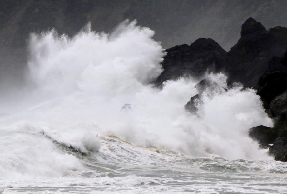 იაპონიის სანაპიროს ტაიფუნი უახლოვდება