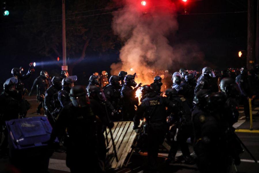 აშშ-ის რამდენიმე ქალაქში რასიზმის საწინააღმდეგო აქციების მონაწილეებსა და პოლიციას შორის შეტაკებები მოხდა