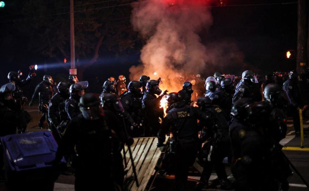 აშშ-ის ქალაქ პორტლენდში პოლიციამ საპროტესტო აქციაზე 50-ზე მეტი დემონსტრანტი დააკავა