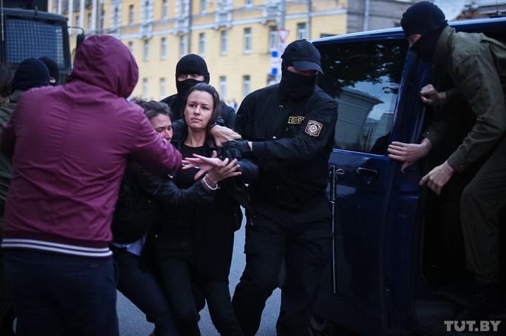 მინსკში ანტისამთავრობო დემონსტრაციაზე პოლიციამ ათობით ადამიანი დააკავა