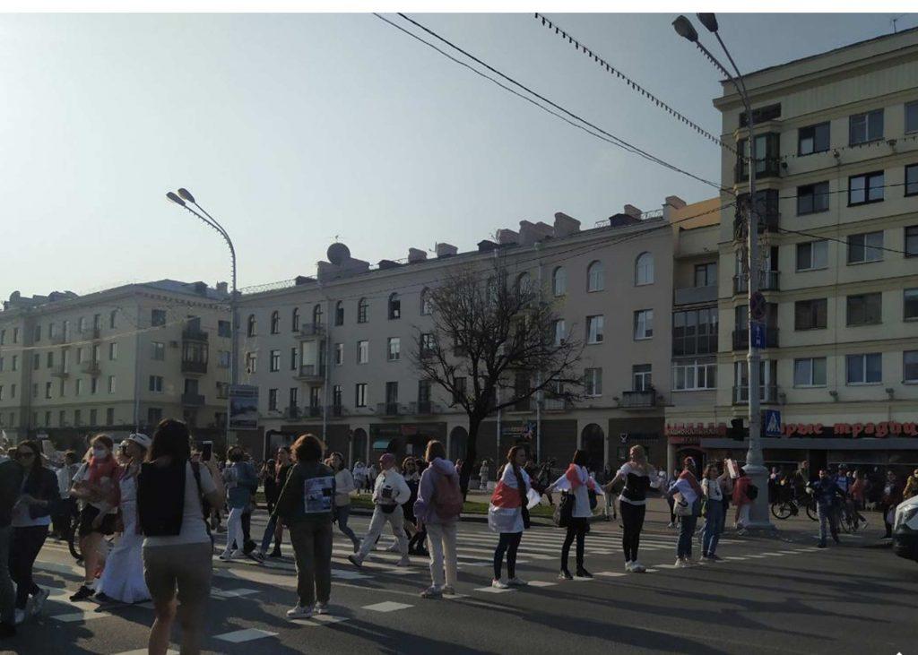 """ბელარუსის დედაქალაქში სამართალდამცველებმა """"ქალების მარშის"""" 30-მდე წევრი დააკავეს"""