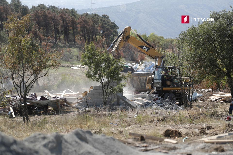 თბილისის მუნიციპალურმა ინსპექციამ ნაძალადევის რაიონში რამდენიმე შენობა-ნაგებობის დემონტაჟი დაიწყო