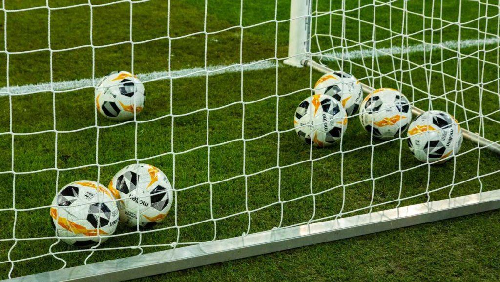 Социальная дистанция в немецком футболе и 37 безответных голов в одном матче