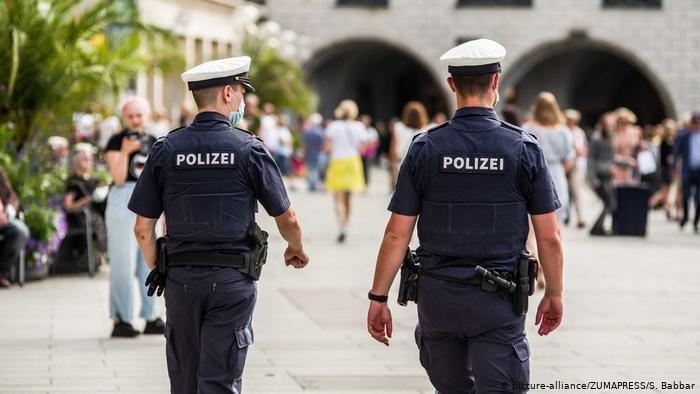 გერმანიაში 29 პოლიციელს სოციალურ ქსელში ულტრამემარჯვენე მასალის გაზიარებისთვის უფლებამოსილება შეუჩერეს