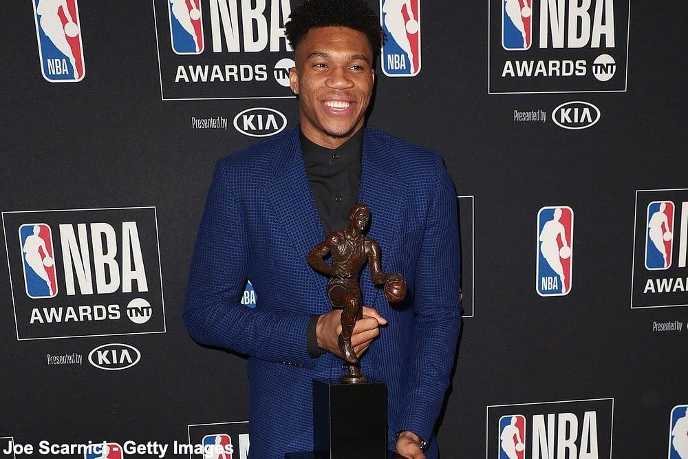 იანის ანტეტოკუნმპო ნაციონალური საკალათბურთო ასოციაციის ყველაზე ღირებული (MVP) მოთამაშე წელს ზედიზედ მეორედ გახდა