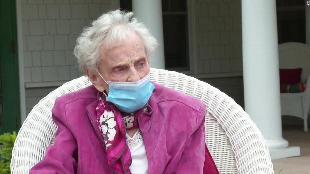 """""""გარდიანი"""" - ამერიკაში კორონავირუსისგან განიკურნა 102 წლის ქალი, რომელმაც 1918 წელს ესპანური გრიპი გადაიტანა"""
