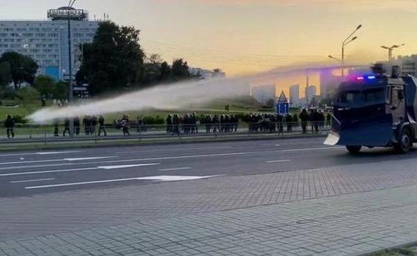 მინსკის ცენტრში დემონსტრანტების წინააღმდეგ წყლის ჭავლი გამოიყენეს