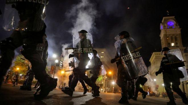 აშშ-ის ქალაქ ლუისვილში გამართულ აქციაზე ორ პოლიციელს ესროლეს