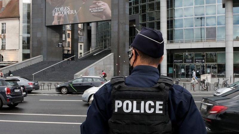 """საფრანგეთის შს მინისტრი - ჟურნალ """"შარლი ებდოს"""" ყოფილ ოფისთან მომხდარი თავდასხმა ისლამისტური ტერორისტული აქტია"""