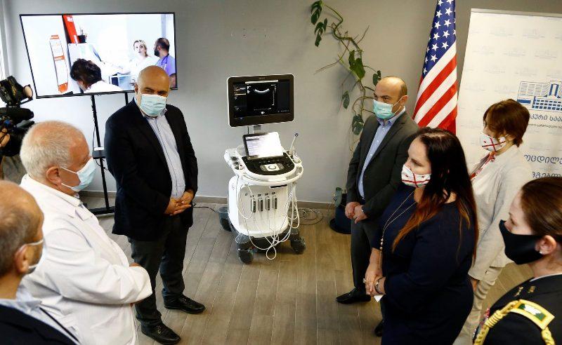 Правительство США подарило портативные аппараты УЗИ клинике Рухи и медицинскому центру Казбеги