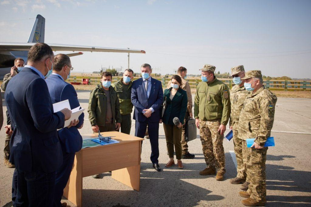 უკრაინის პრეზიდენტი ვლადიმერ ზელენსკი ხარკოვის ოლქში, ავიაკატასტროფის ადგილზე მივიდა