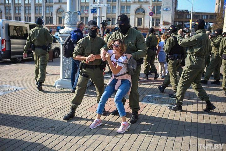 ბელარუსში ანტისამთავრობო დემონსტრაციებზე 100 ადამიანი დააკავეს