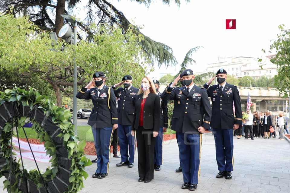 Վրաստանում ԱՄՆ-ի դեսպան Քելլի Դեգնանը և ՈՒոլթեր Ռիդի անվան ռազմական հետազոտության ինստիտուտի ներկայացուցիչները ծաղկեպսակով զարդարել են հերոսների հրապարակը