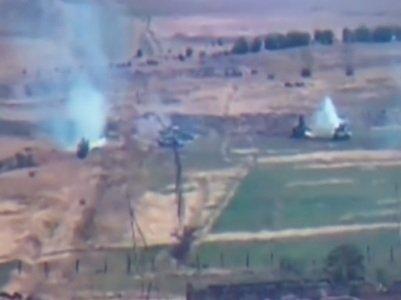 Հայաստանում ասում են, որ հակամարտության գոտում բախումների արդյունքում Ադրբեջանի զինված ուժերը կորցրել են՝ չորս ուղղաթիռ, 15 անօդաչու սարք, տասը տանկ և այլ տեխնիկա