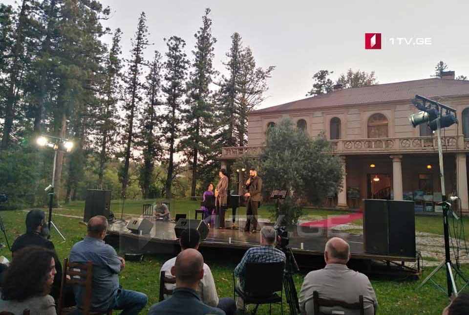 """მარტვილში, დადიანების საზაფხულო რეზიდენციის ჭადრების ხეივანში კამერული მუსიკის ფესტივალი """"სალხინოს კამერატა"""" გაიმართა"""
