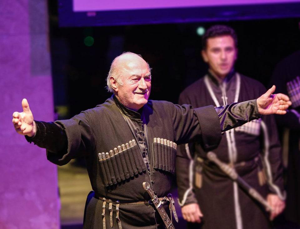 ბიძინა ივანიშვილი ჯემალ ჭკუასელს 85 წლის იუბილეს ულოცავს