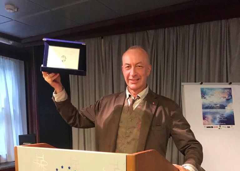 დავით მაღრაძეს ინგლისური გამოცემა Poetry on the lake-ისა და UNESCO-ს კომიტეტის დაჯილდოების ცერემონიაზე კონკურსის მთავარი პრიზი გადაეცა