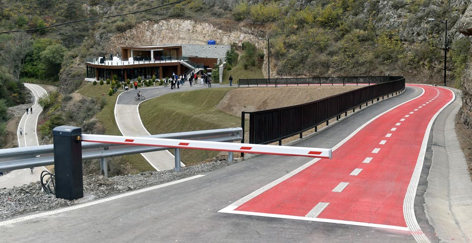 Adventure-recreational space and Bike lanes arranged in Botanical Garden with Cartu funding