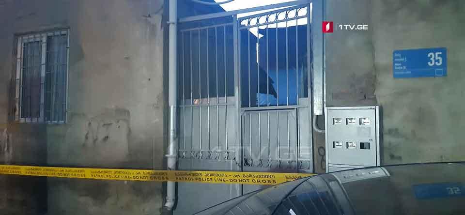 თბილისში, თოიძის ქუჩაზე, სადაც სავარაუდოდ ასაფეთქებელი მოწყობილობა იპოვეს, სამართალდამცველები მუშაობენ