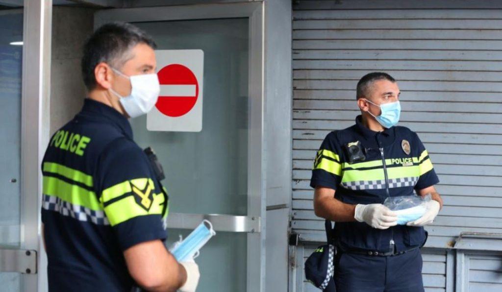 Կորոնավիրուսի տարածման դեմ հանձնարարականների կատարման նպատակով պարեկային ոստիկանությունը մետրոկայանների մոտ շարունակում է մոնիտորինգը