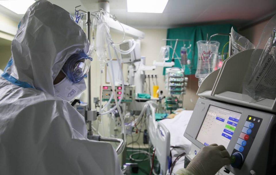 В России выявлено 15 099 новых случаев коронавируса, умерло 185 пациентов