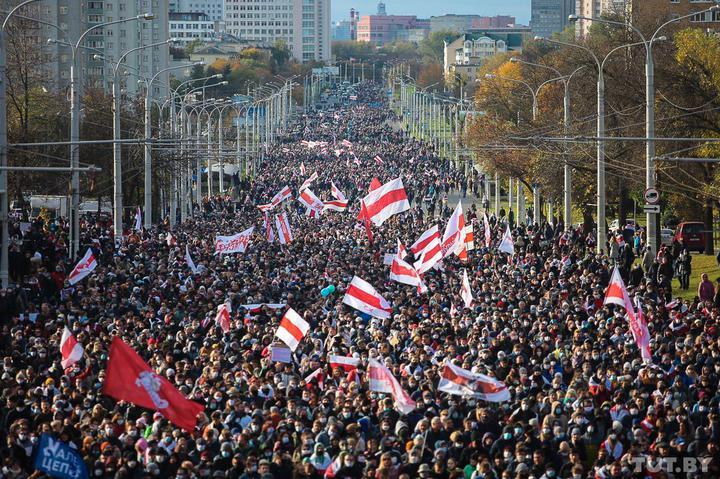 Մամուլի տեղեկությամբ, Մինսկում հակակառավարական ցույցին մասնակցում է մի քանի հազար մարդ