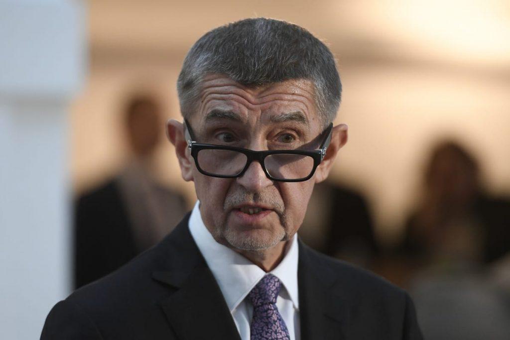 ჩეხეთის პრემიერ-მინისტრი რეგულაციების დარღვევის გამო ჯანდაცვის მინისტრის გადადგომას ითხოვს