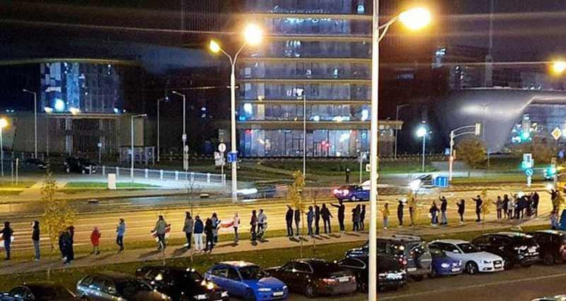 უფლებადამცველთა მონაცემებით, მინსკში აქციებზე 300 ადამიანი დააკავეს