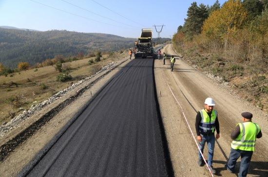ძირულა-ხარაგაული-მოლითი-ფონა-ჩუმათელეთის 50-კილომეტრიანი გზის სამშენებლო სამუშაოები აქტიურად მიმდინარეობს