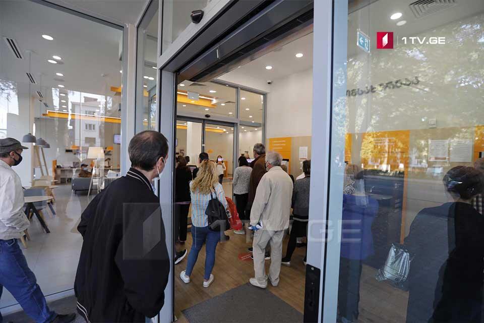 """Zuqdididə bir neçə gün bundan əvvəl soyğunun baş verdiyi """"Gürcüstan Bankının"""" filialı açıldı"""