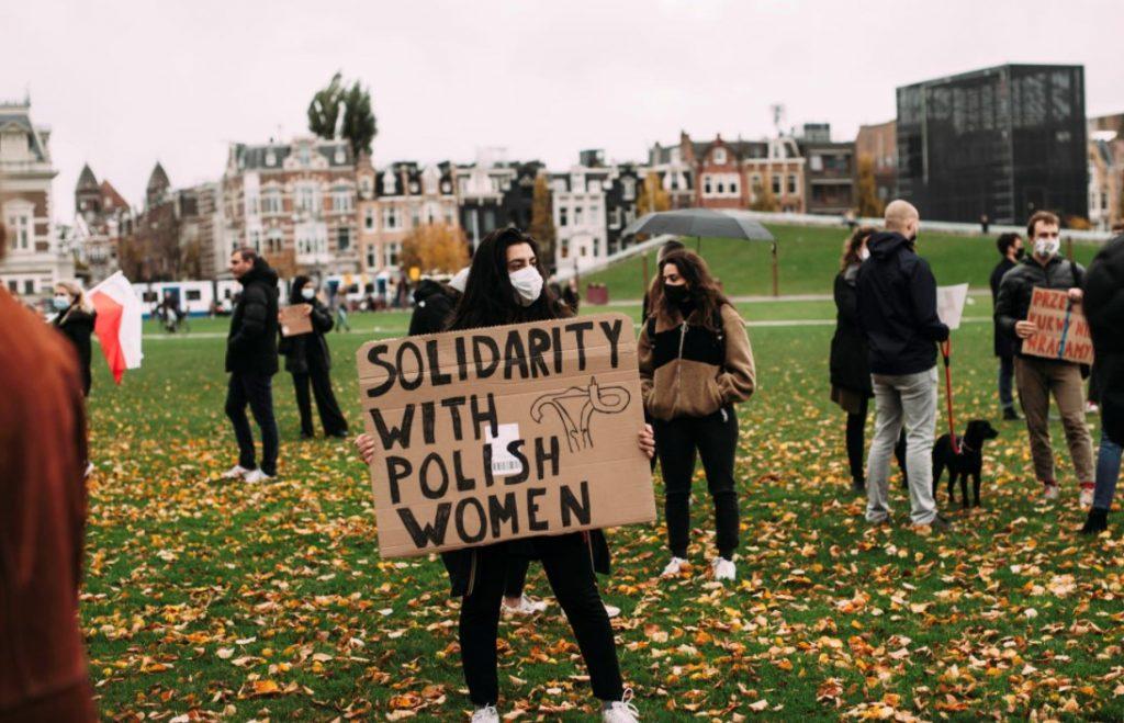 პოლონეთში აბორტის აკრძალვის მოწინააღმდეგეების სოლიდარობის ნიშნად, მსოფლიოს სხვადასხვა ქალაქში აქციები გაიმართა