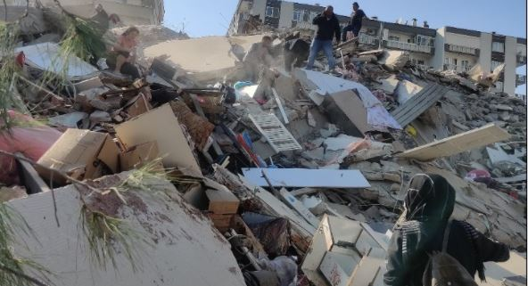 В результате землетрясения мощностью 6,7 магнитуды у греческого острова Самос пострадали восемь человек