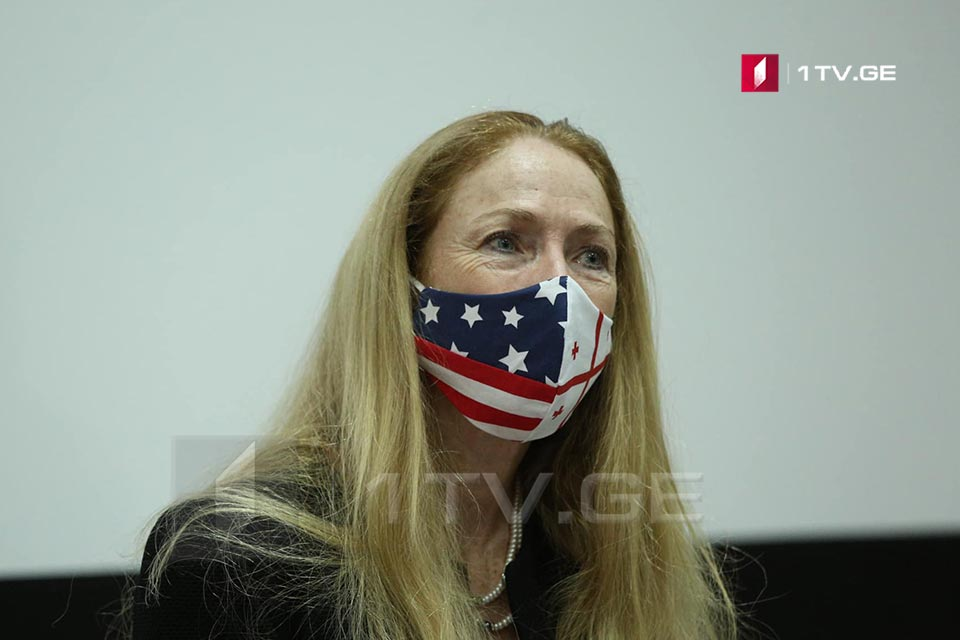 Келли Дегнан - Прошу вас, придите на выборы, проголосуйте, носите маски и соблюдайте дистанцию