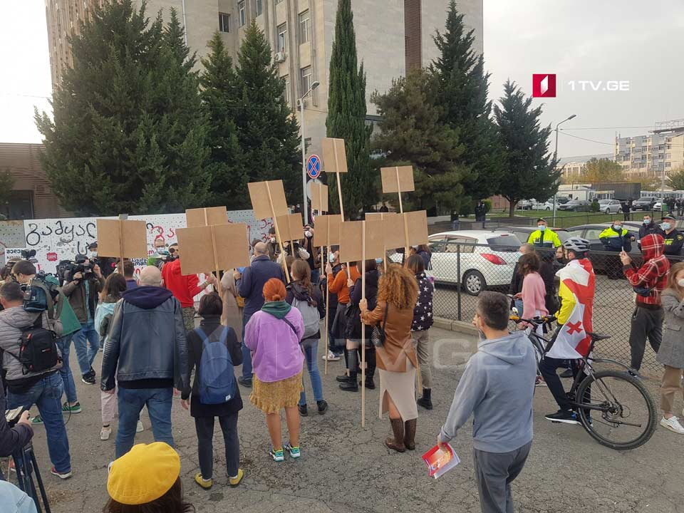 Shame movement holds rally at CEC