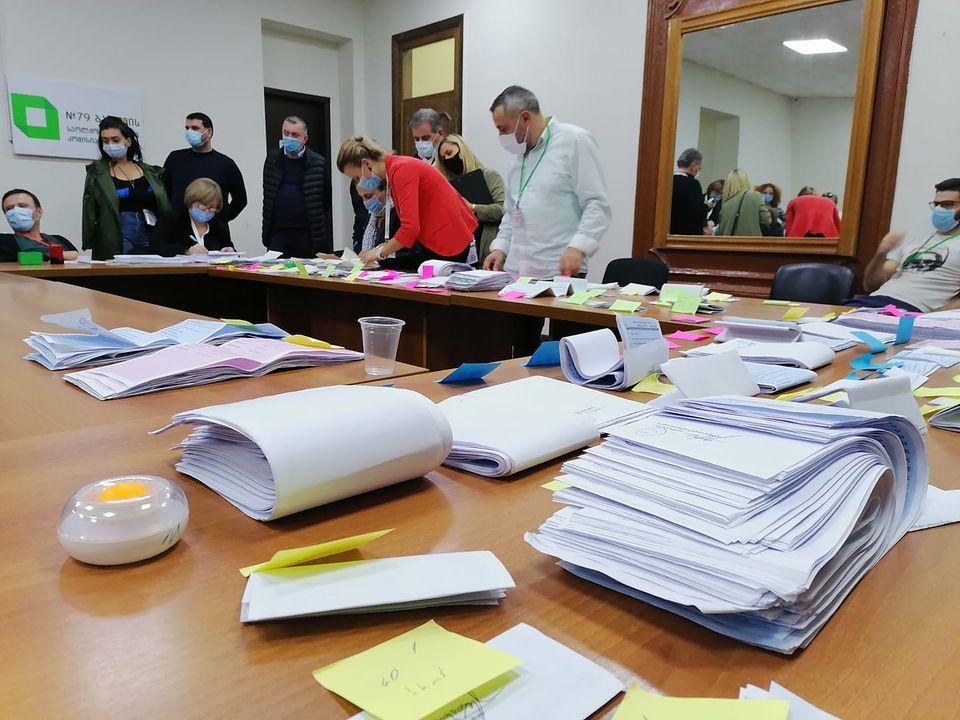 Բաթումիի տարածքային ընտրական հանձնաժողովում վերահաշվարկել են թիվ 19 ընտրատետեղամասի արդյունքները - Փակված տուփում եղել են այնքան քվեաթերթիկներ, որքան նշված էին սկզբում