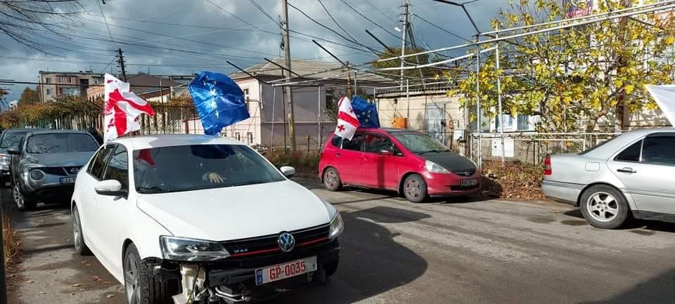 """""""ევროპული საქართველოს"""" აქტივისტებმა გორში საპროტესტო მსვლელობა გამართეს"""
