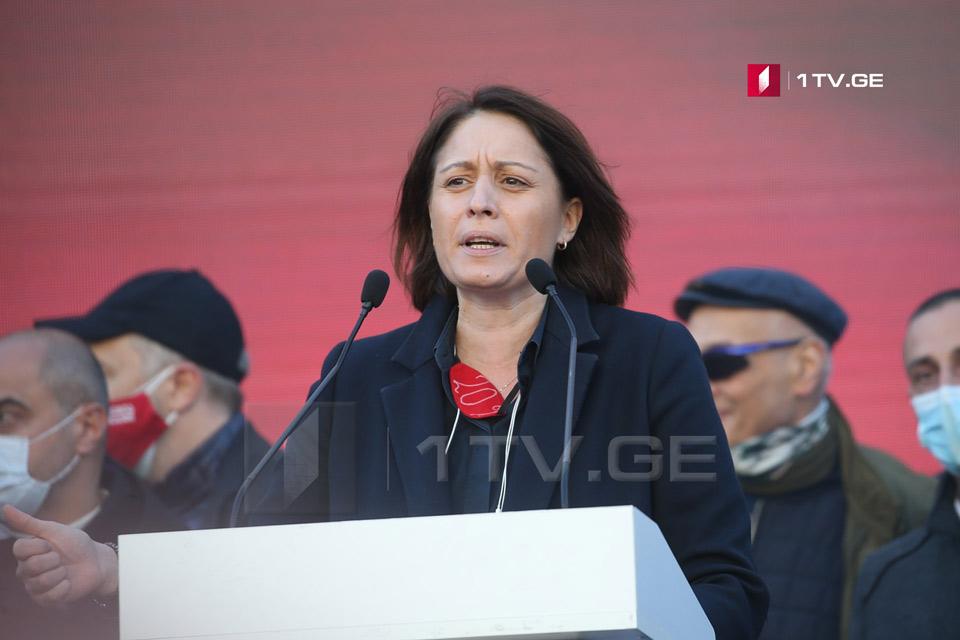 Элене Хоштария ознакомила участников акции на проспекте Руставели с совместным обращением оппозиционных партий