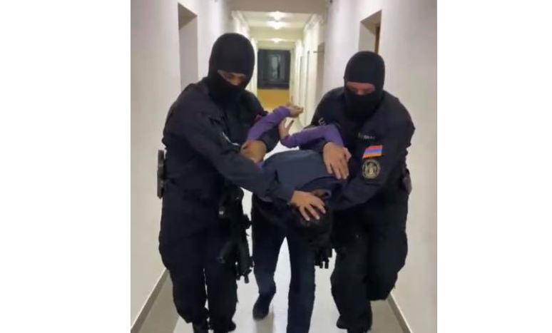 Երևանում իշխանությունը ձեռքը գցելու դեմ ուղղված կոչերի պատճառով ձերբակալվել է մի քանի մարդ