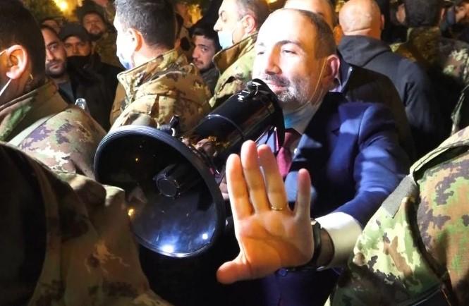 Երևանում Նիկոլ Փաշինյանի հակառակորդների և կողմնակիցների հանրահավաքը ընթանում է զուգահեռ